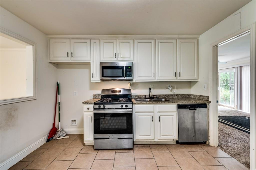 2522 High Crest  Avenue, Fort Worth, Texas 76111 - acquisto real estate best real estate company to work for