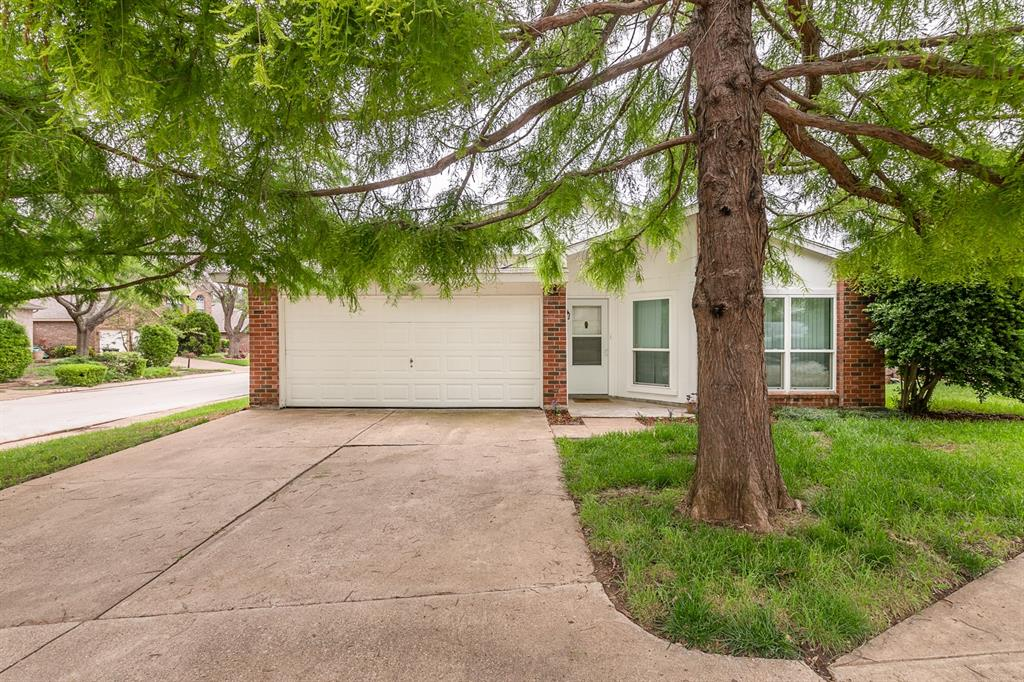 2905 Forest Creek  Drive, Fort Worth, Texas 76123 - Acquisto Real Estate best plano realtor mike Shepherd home owners association expert
