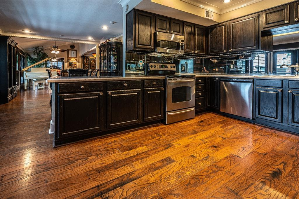 10209 Regal Oaks  Drive, Dallas, Texas 75230 - acquisto real estate best the colony realtor linda miller the bridges real estate