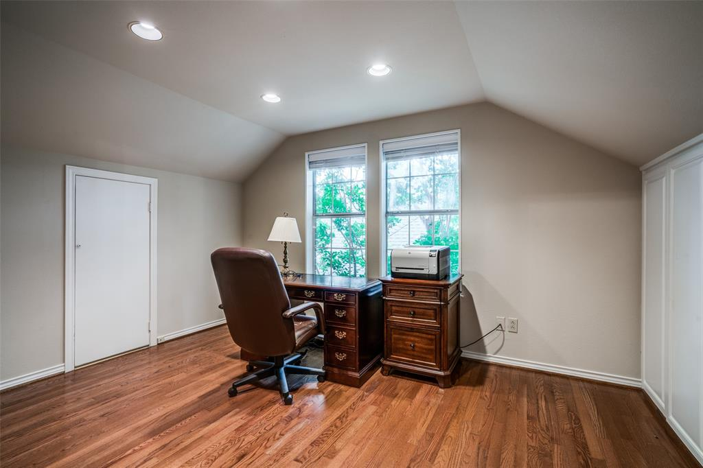 2209 Creekside  Circle, Irving, Texas 75063 - acquisto real estate best new home sales realtor linda miller executor real estate