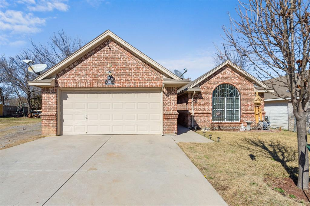 925 Bessie  Street, Fort Worth, Texas 76104 - Acquisto Real Estate best plano realtor mike Shepherd home owners association expert