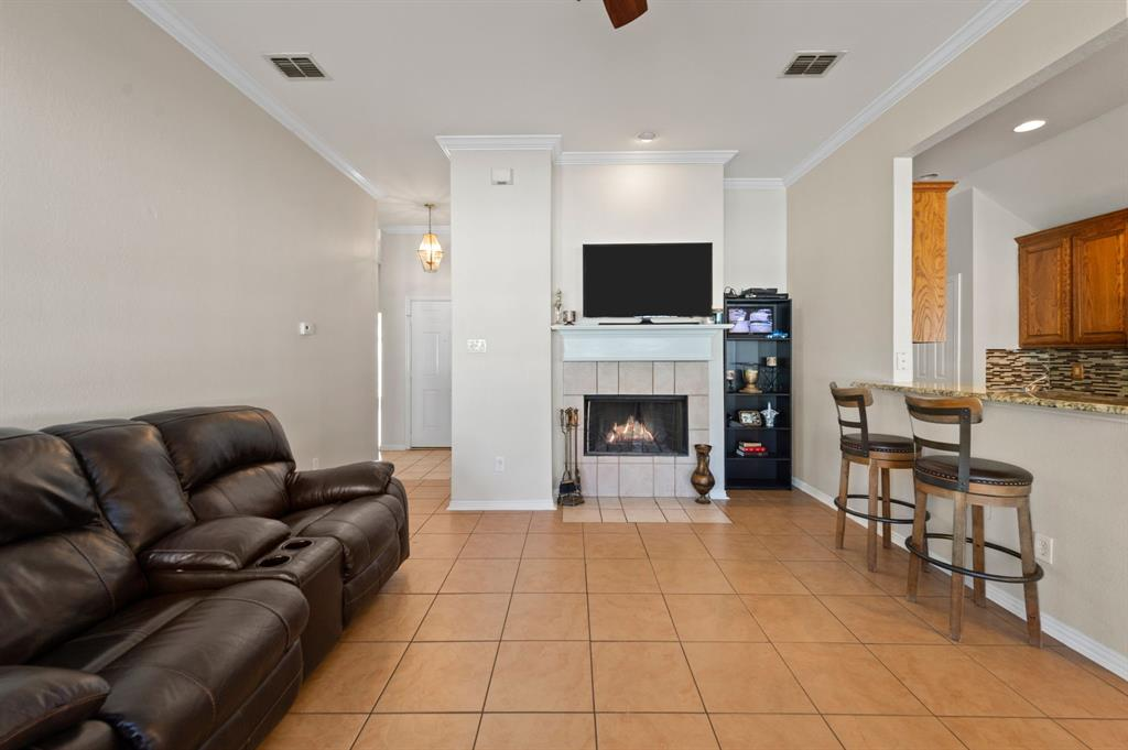 925 Bessie  Street, Fort Worth, Texas 76104 - acquisto real estate best highland park realtor amy gasperini fast real estate service