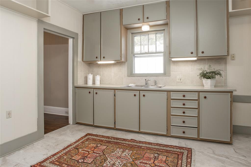 1012 Orange  Street, Fort Worth, Texas 76110 - acquisto real estate best style realtor kim miller best real estate reviews dfw