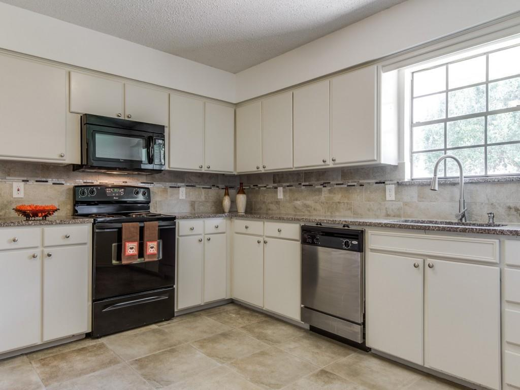 1314 Lark  Lane, Lewisville, Texas 75077 - Acquisto Real Estate best plano realtor mike Shepherd home owners association expert