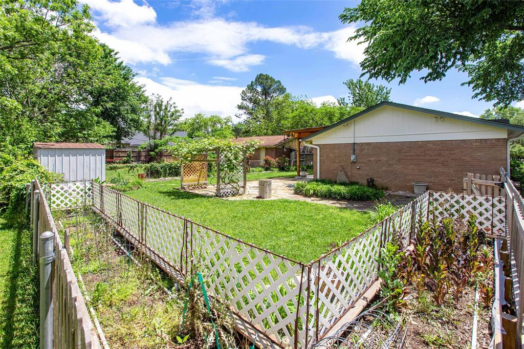 212 Huitt  Lane, Euless, Texas 76040 - acquisto real estate best realtor dallas texas linda miller agent for cultural buyers