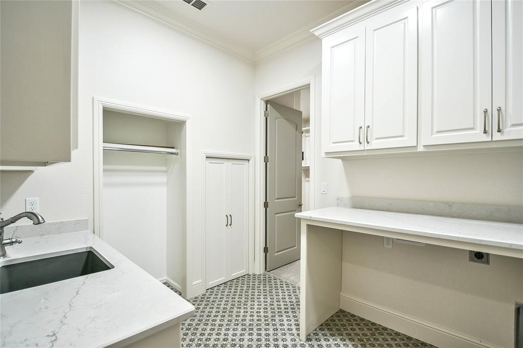 8021 Landings  Road, Granbury, Texas 76049 - acquisto real estate best realtor foreclosure real estate mike shepeherd walnut grove realtor