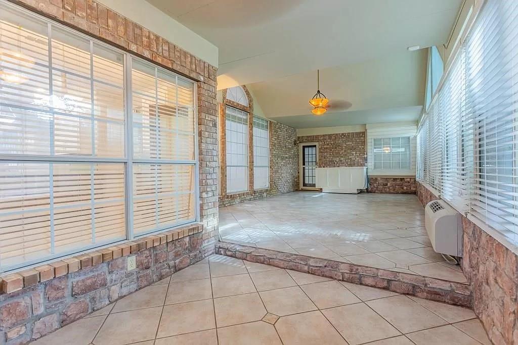 6308 Fannin  Drive, Arlington, Texas 76001 - acquisto real estate smartest realtor in america shana acquisto