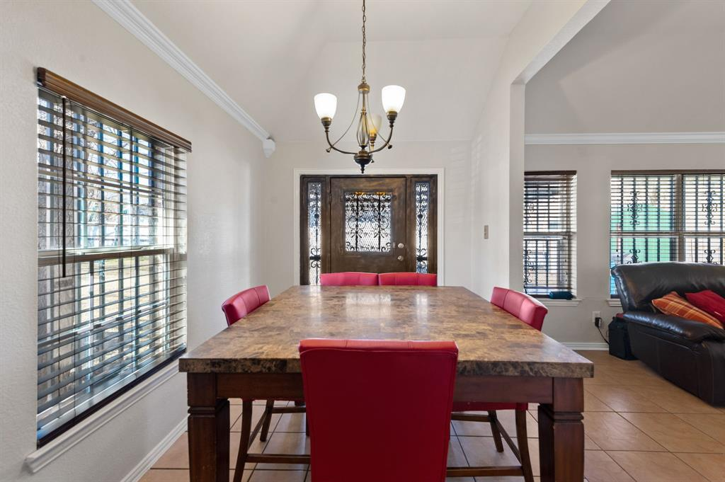 925 Bessie  Street, Fort Worth, Texas 76104 - acquisto real estate best photos for luxury listings amy gasperini quick sale real estate