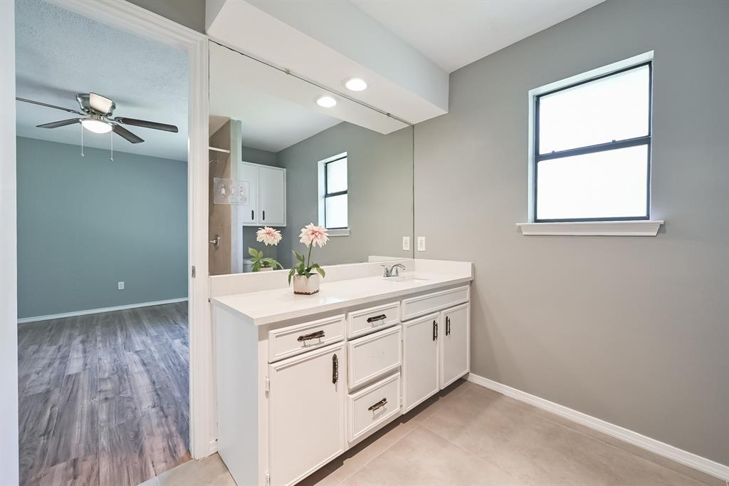 2401 Ben  Avenue, Fort Worth, Texas 76103 - acquisto real estate best park cities realtor kim miller best staging agent