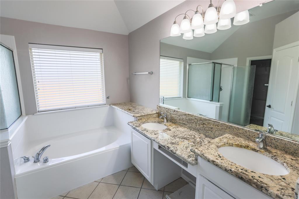 8104 Toltec  Court, Arlington, Texas 76002 - acquisto real estate best investor home specialist mike shepherd relocation expert