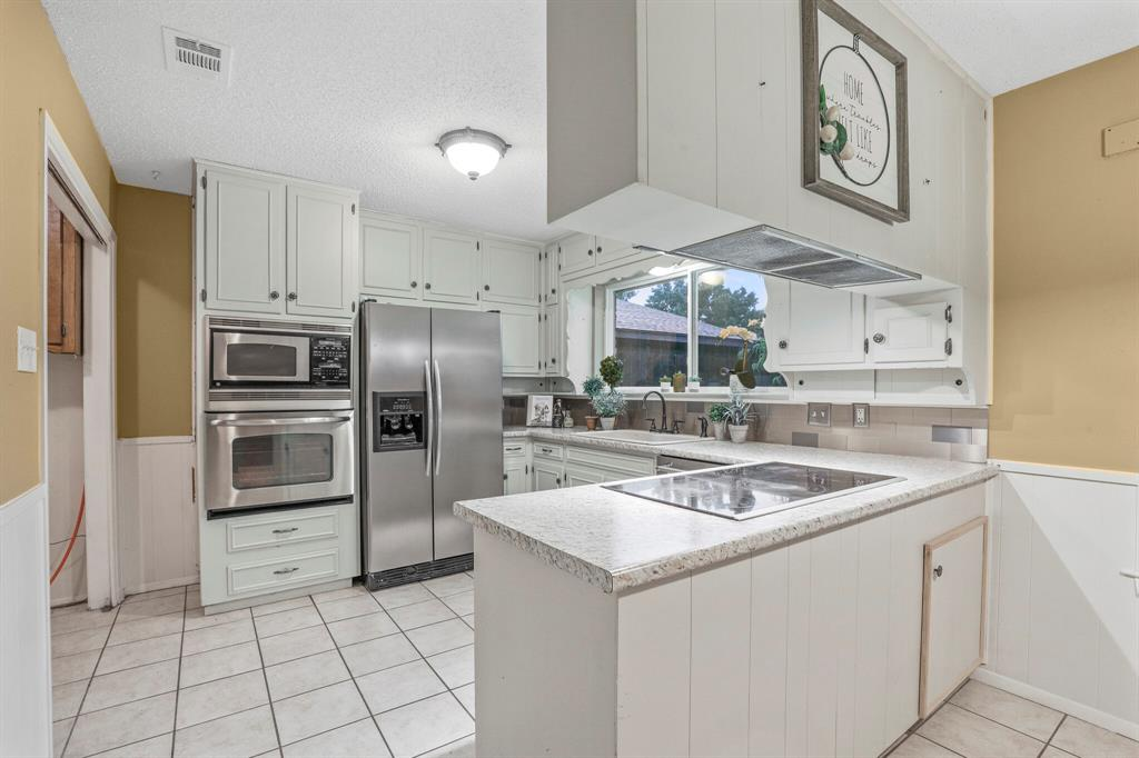 800 Prestwick  Street, Bedford, Texas 76022 - acquisto real estate best celina realtor logan lawrence best dressed realtor