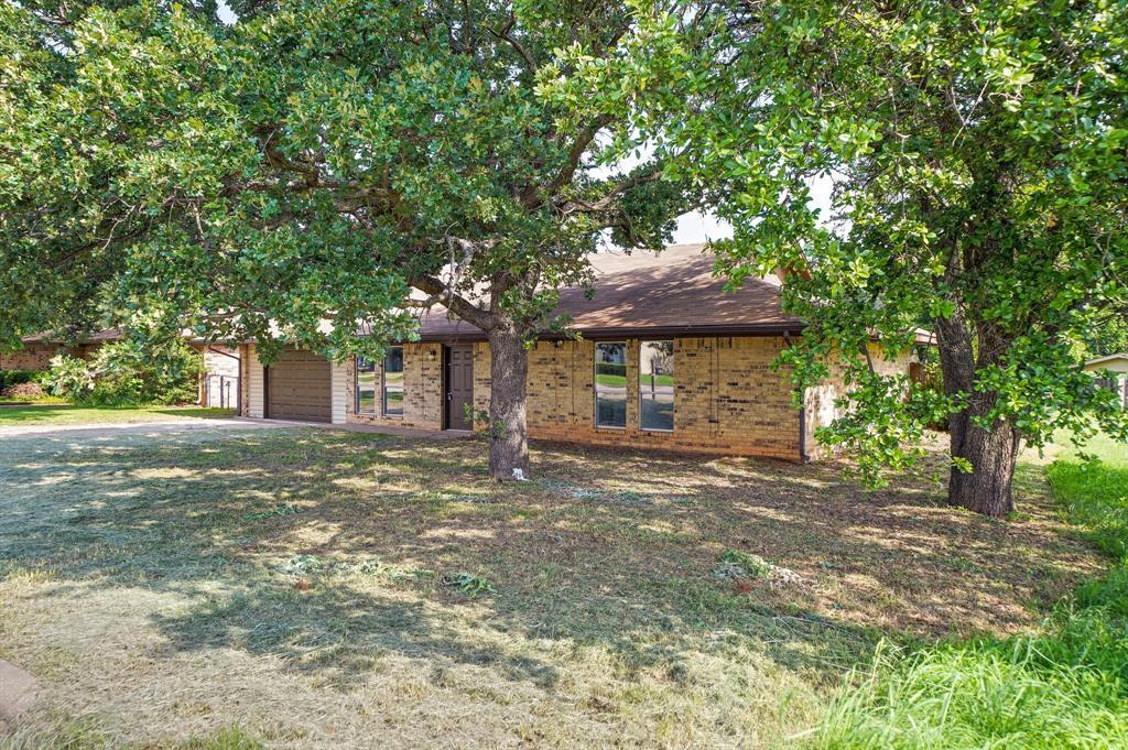 1512 Thomas  Lane, Graham, Texas 76450 - acquisto real estate best listing photos hannah ewing mckinney real estate expert