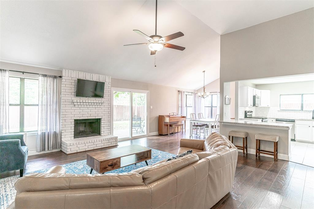 4205 Whitman  Lane, Grand Prairie, Texas 75052 - acquisto real estate best real estate company to work for