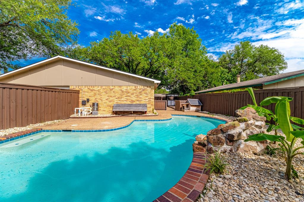 6221 Glenmoor  Drive, Garland, Texas 75043 - acquisto real estate best luxury home specialist shana acquisto