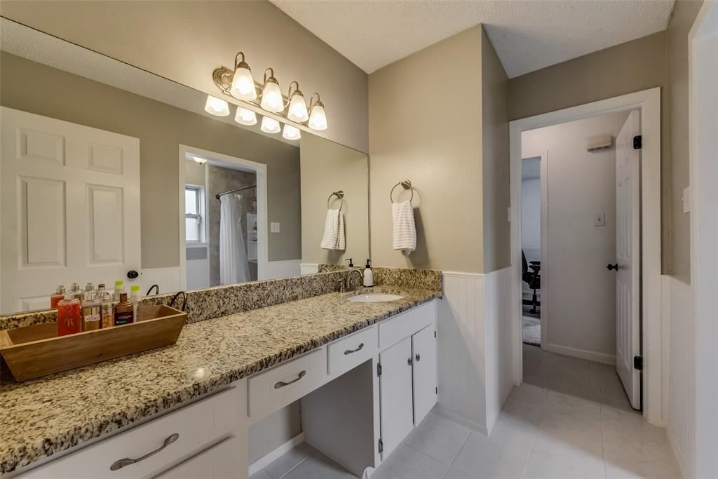 2133 Mountainview  Drive, Hurst, Texas 76054 - acquisto real estate best photos for luxury listings amy gasperini quick sale real estate
