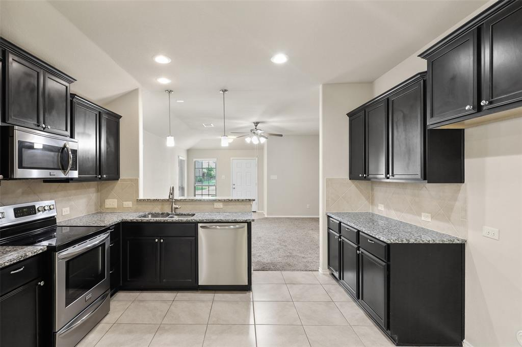 8801 Tenderfoot  Lane, Aubrey, Texas 76227 - acquisto real estate best real estate company to work for