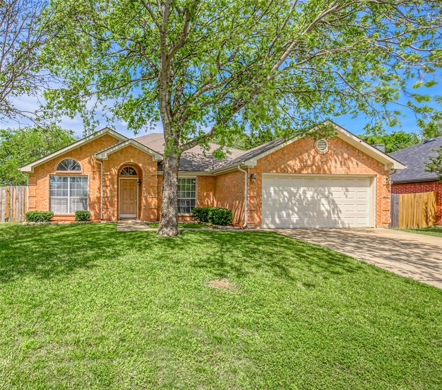 1620 Sandalwood  Drive, Grand Prairie, Texas 75052 - Acquisto Real Estate best plano realtor mike Shepherd home owners association expert