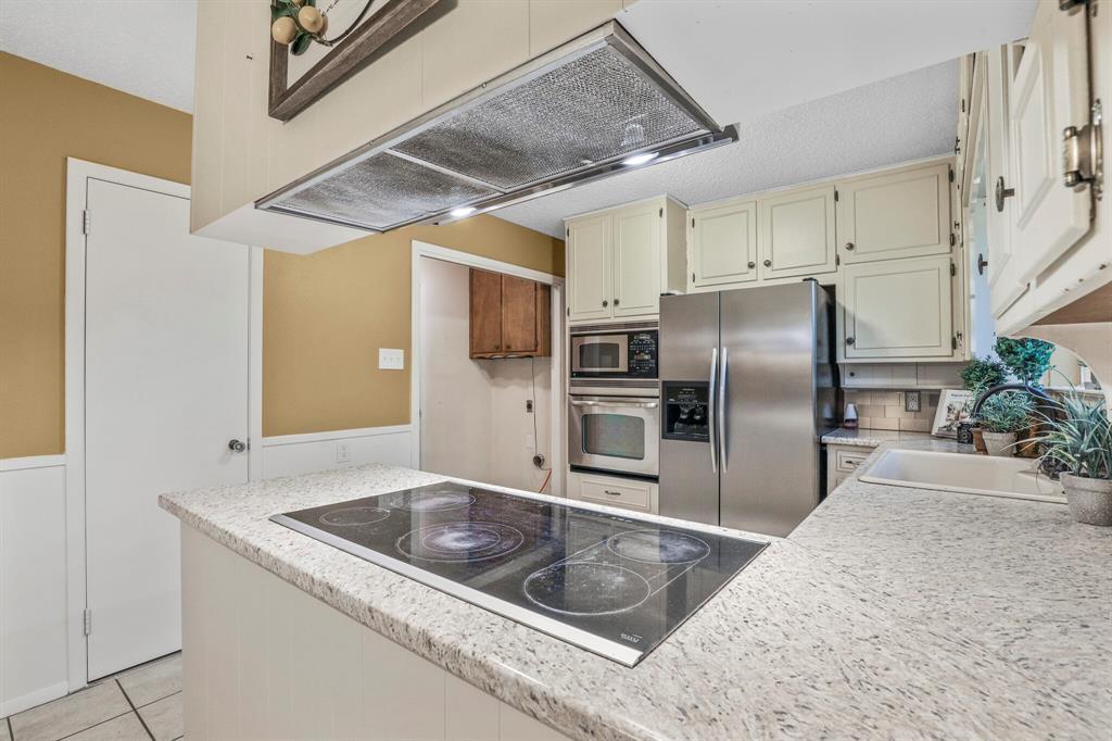 800 Prestwick  Street, Bedford, Texas 76022 - acquisto real estate best highland park realtor amy gasperini fast real estate service