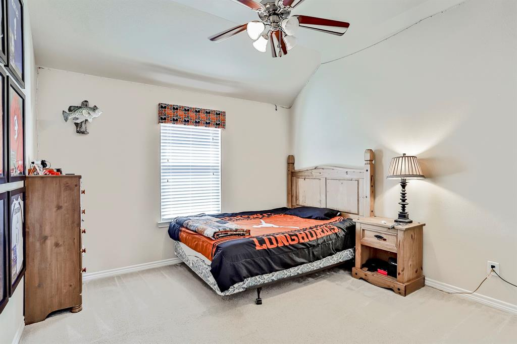 1412 Mesa Flats  Drive, Fort Worth, Texas 76052 - acquisto real estate best realtor foreclosure real estate mike shepeherd walnut grove realtor