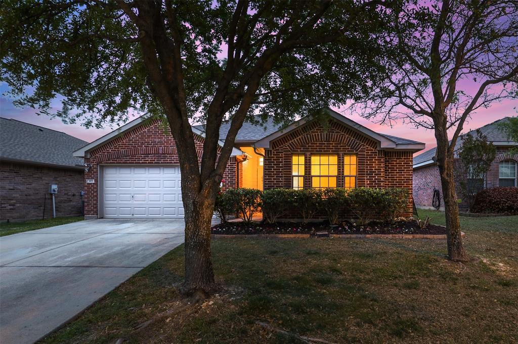 1432 Castlegar  Lane, Fort Worth, Texas 76247 - Acquisto Real Estate best plano realtor mike Shepherd home owners association expert