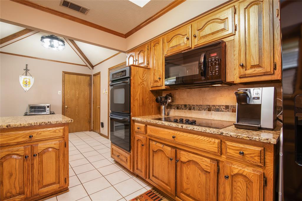 4002 Thornhill  Way, Rowlett, Texas 75088 - acquisto real estaet best boutique real estate firm in texas for high net worth sellers