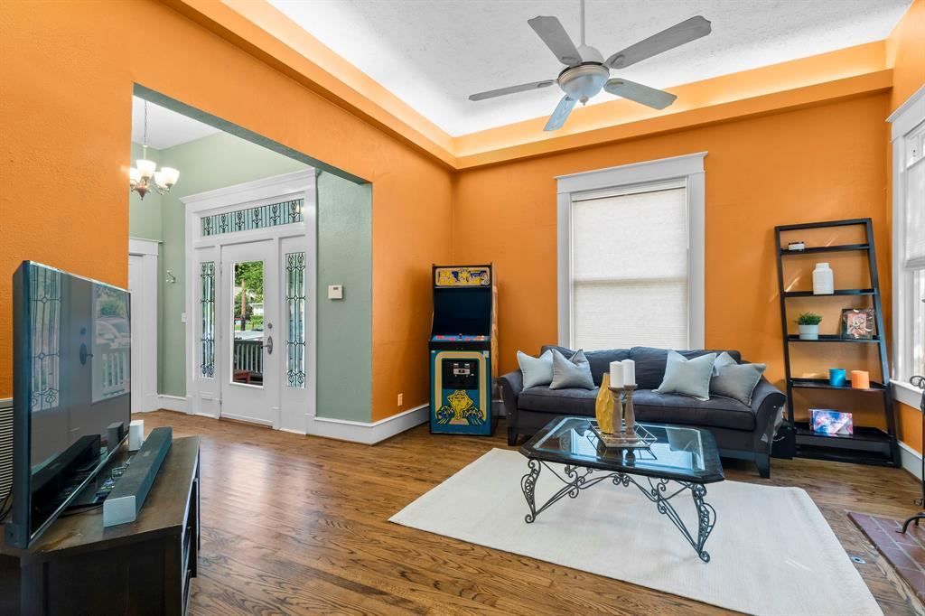 5511 Victor  Street, Dallas, Texas 75214 - acquisto real estate best real estate company in frisco texas real estate showings