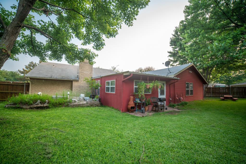9944 Dickens  Drive, Benbrook, Texas 76126 - acquisto real estate best realtor foreclosure real estate mike shepeherd walnut grove realtor