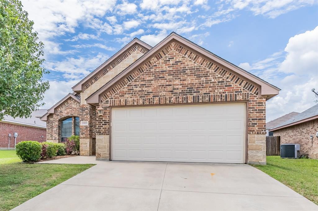 10813 Thorngrove  Court, Fort Worth, Texas 76052 - Acquisto Real Estate best plano realtor mike Shepherd home owners association expert