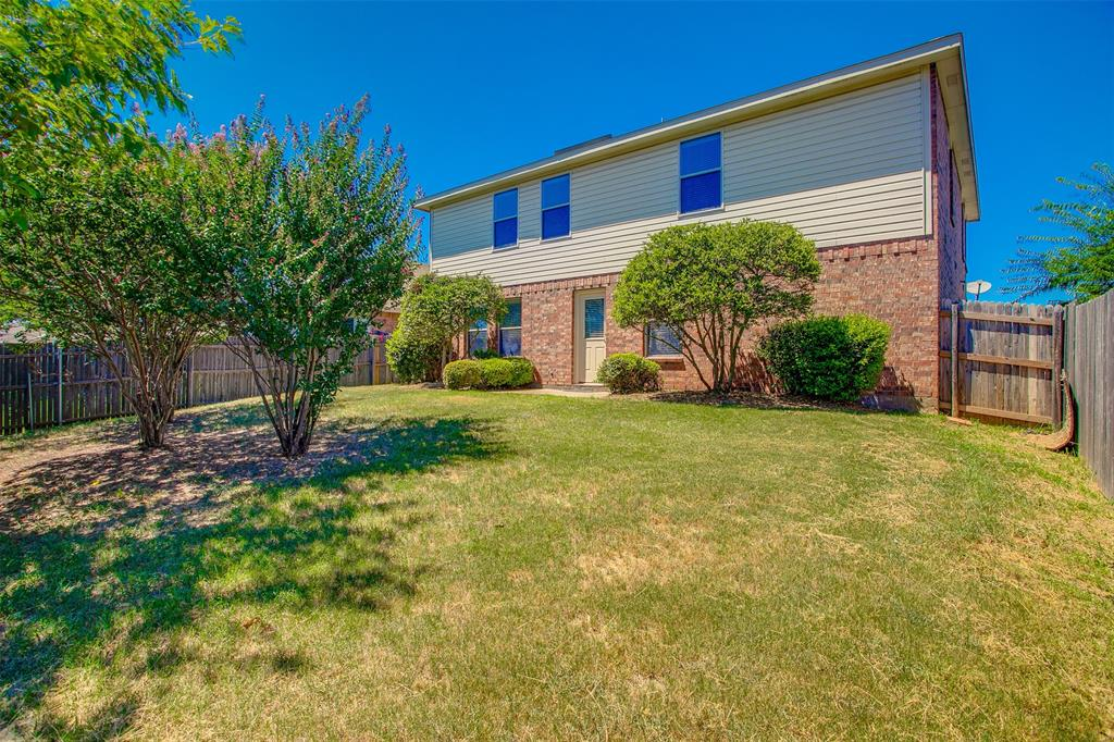 1145 Maplewood  Lane, Crowley, Texas 76036 - acquisto real estate best photo company frisco 3d listings