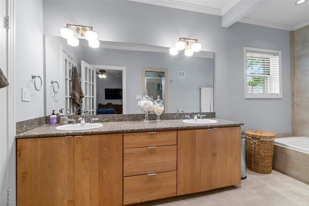 703 Valencia  Street, Dallas, Texas 75223 - acquisto real estate best style realtor kim miller best real estate reviews dfw