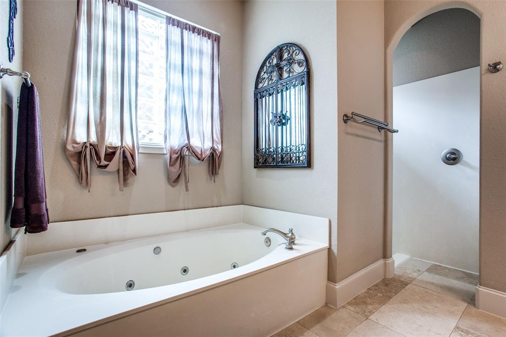 5902 St Ives  Court, Arlington, Texas 76017 - acquisto real estate best investor home specialist mike shepherd relocation expert