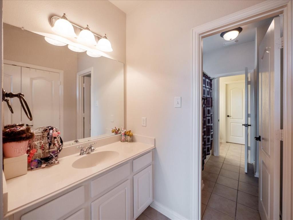 636 Campolina  Drive, Grand Prairie, Texas 75052 - acquisto real estate best photo company frisco 3d listings