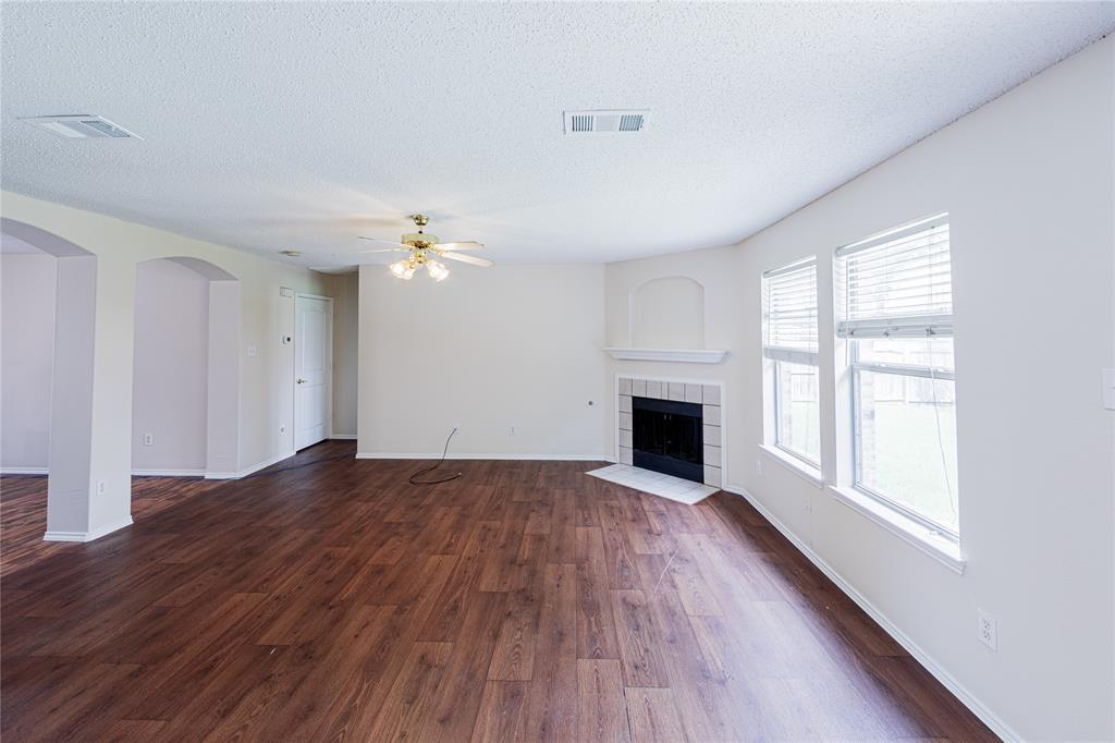 732 Oriole  Drive, Saginaw, Texas 76131 - acquisto real estate best prosper realtor susan cancemi windfarms realtor