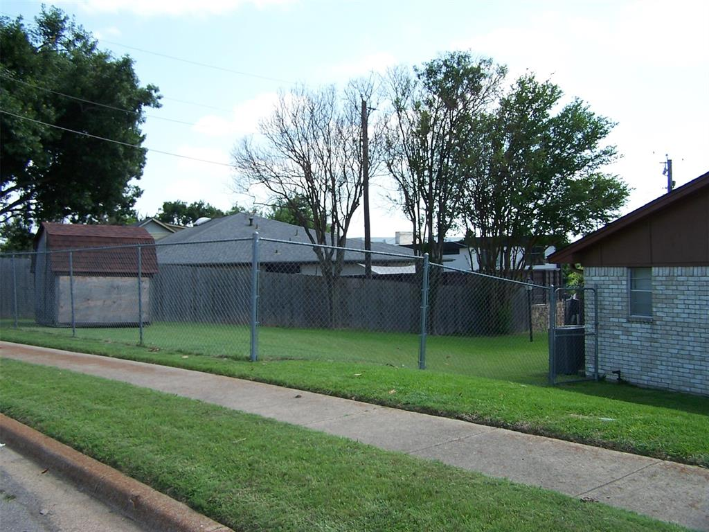 8258 Westrock  Drive, Dallas, Texas 75243 - acquisto real estate best prosper realtor susan cancemi windfarms realtor