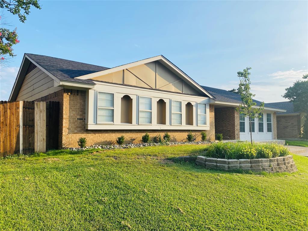 2106 Benbrook  Drive, Carrollton, Texas 75007 - Acquisto Real Estate best plano realtor mike Shepherd home owners association expert