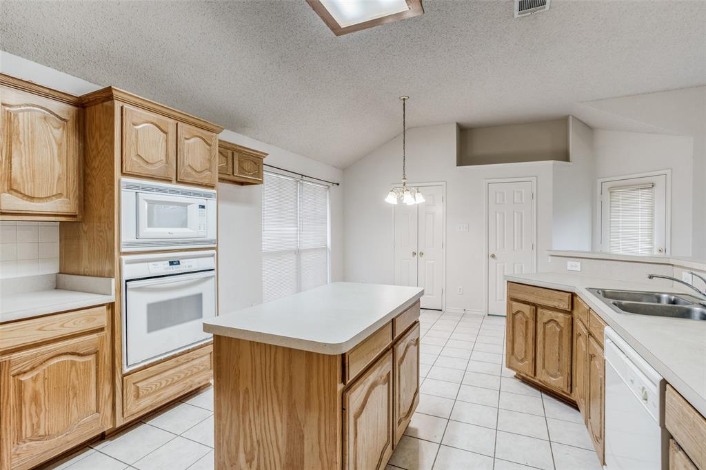 1514 Pine Bluff  Drive, Allen, Texas 75002 - acquisto real estate best real estate company to work for
