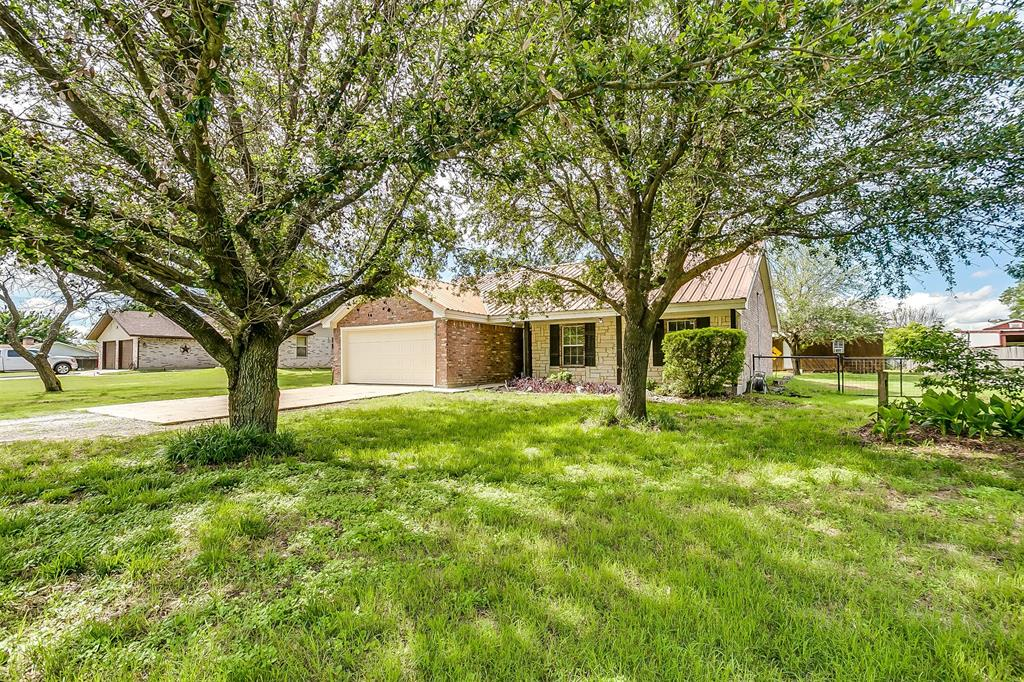 1107 6th  Street, Springtown, Texas 76082 - Acquisto Real Estate best plano realtor mike Shepherd home owners association expert