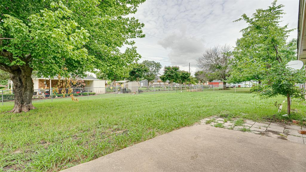 329 Hyles  Street, Italy, Texas 76651 - acquisto real estaet best boutique real estate firm in texas for high net worth sellers