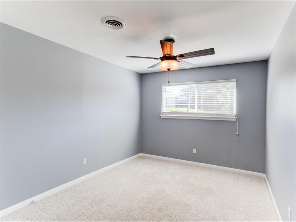 5621 Wedgworth  Road, Fort Worth, Texas 76133 - acquisto real estate best negotiating realtor linda miller declutter realtor
