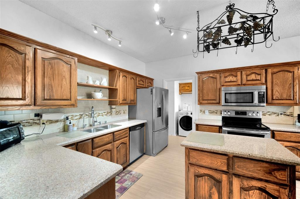 7914 Wayne  Place, Rowlett, Texas 75088 - acquisto real estate best prosper realtor susan cancemi windfarms realtor