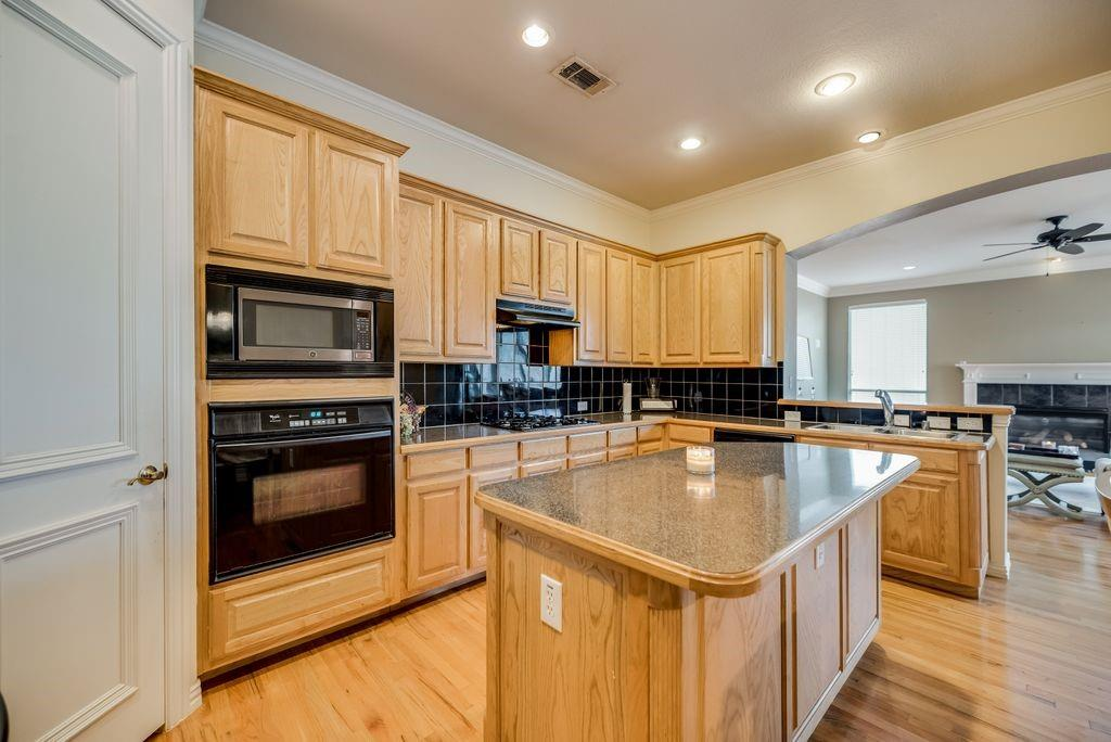 3341 Kendall  Lane, Irving, Texas 75062 - acquisto real estate best celina realtor logan lawrence best dressed realtor
