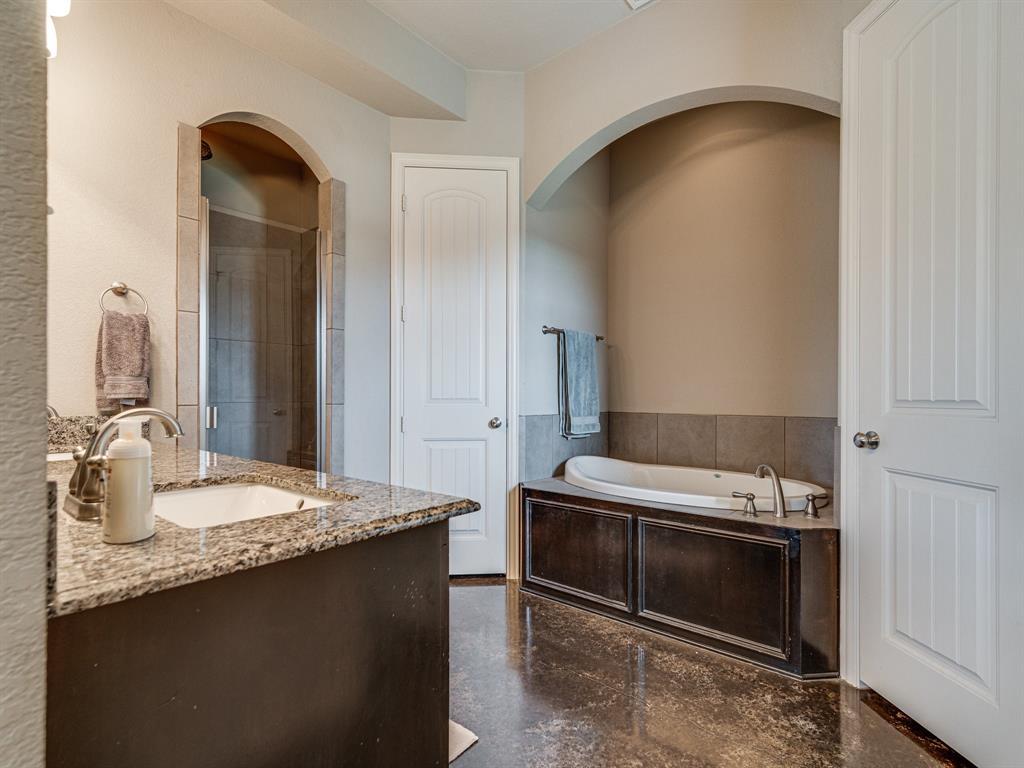 825 Broadhead  Road, Waxahachie, Texas 75165 - acquisto real estate best realtor westlake susan cancemi kind realtor of the year