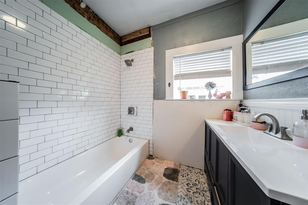 114 Scurlock  Avenue, Cleburne, Texas 76031 - acquisto real estate best new home sales realtor linda miller executor real estate
