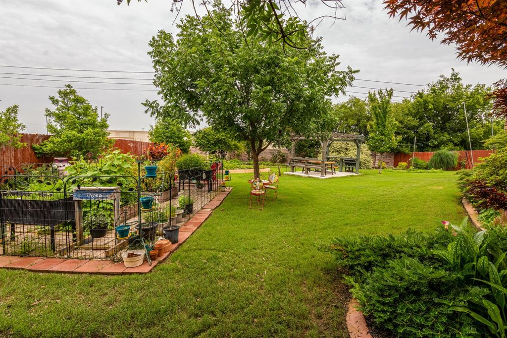 947 Yucca  Court, Burleson, Texas 76028 - acquisto real estate best real estate idx dilusso marketing mike acquisto