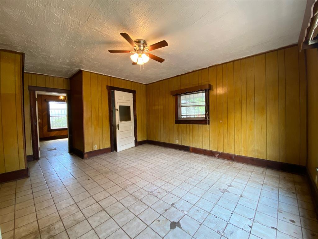 403 Drew  Street, Fort Worth, Texas 76110 - acquisto real estate best highland park realtor amy gasperini fast real estate service
