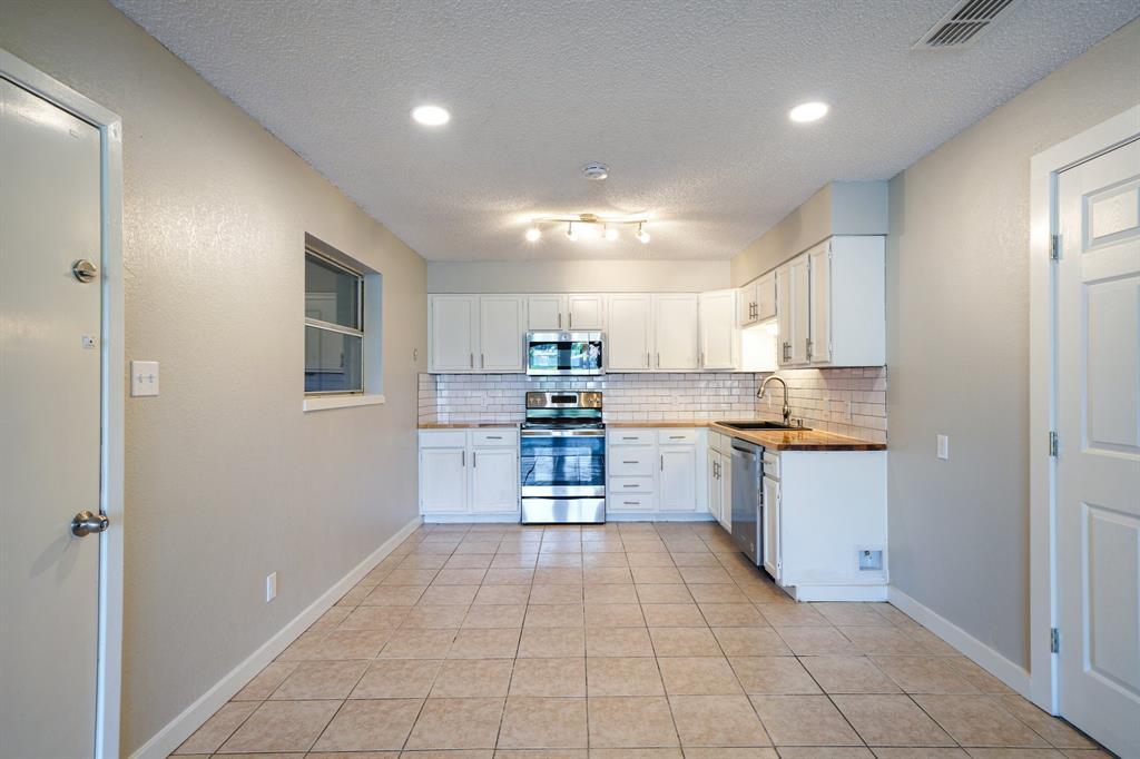 1512 Thomas  Lane, Graham, Texas 76450 - acquisto real estate best photos for luxury listings amy gasperini quick sale real estate