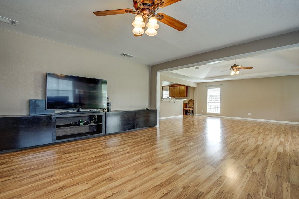 746 Elsberry  Avenue, Dallas, Texas 75217 - acquisto real estate best prosper realtor susan cancemi windfarms realtor