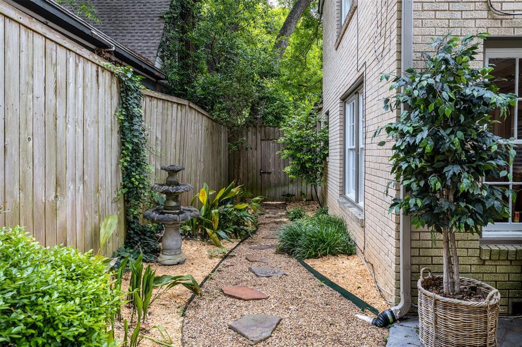 1154 Edgefield  Avenue, Dallas, Texas 75208 - acquisto real estate best the colony realtor linda miller the bridges real estate