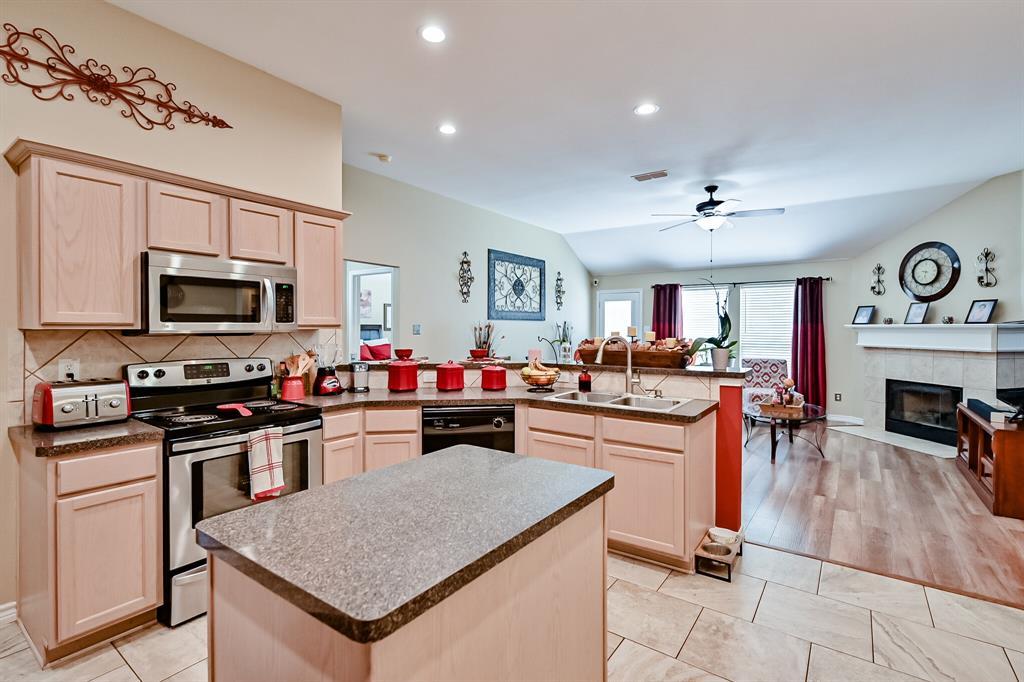 7002 Snowy Owl  Street, Arlington, Texas 76002 - acquisto real estate best park cities realtor kim miller best staging agent