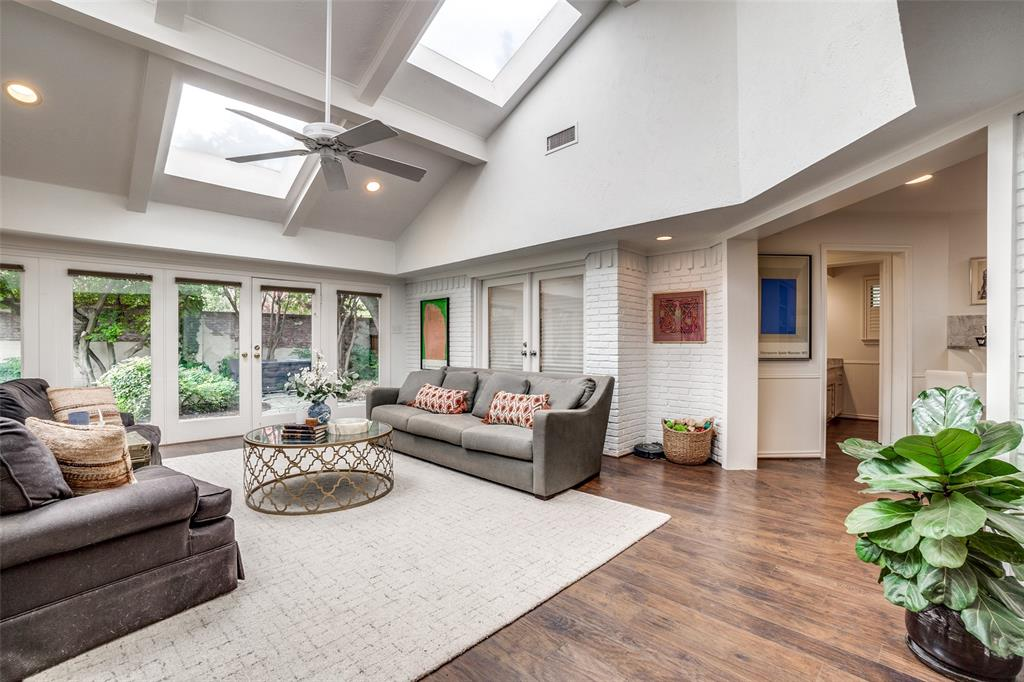 4240 Glenaire  Drive, Dallas, Texas 75229 - acquisto real estate best celina realtor logan lawrence best dressed realtor